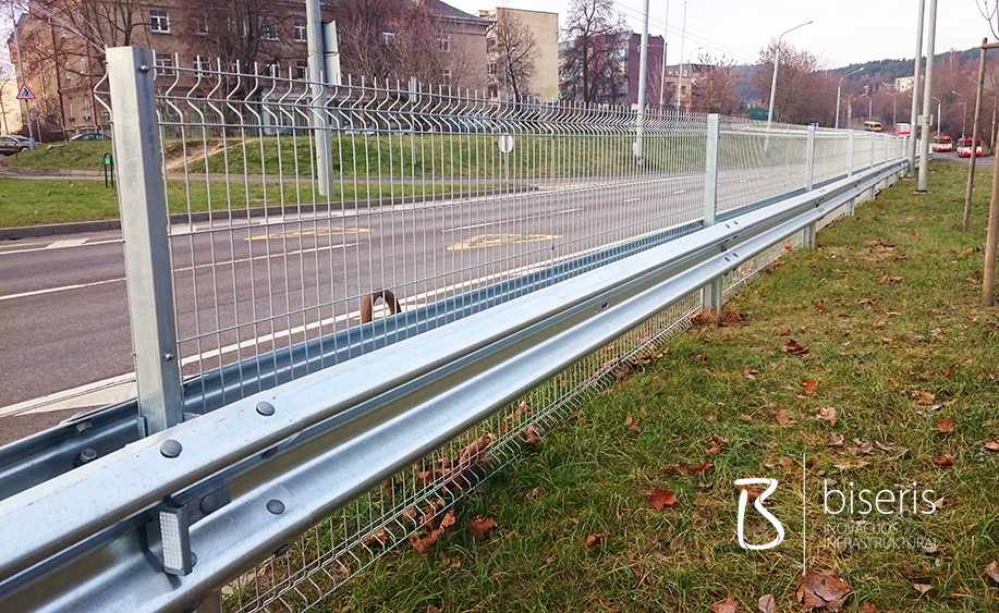 Dvipusiai kelio atitvarai su segmentine tvora